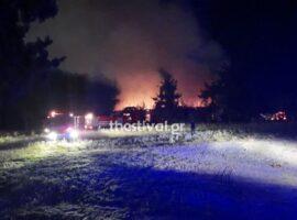 Μεγάλη πυρκαγιά σε εξέλιξη στο στρατόπεδο Καρατάσιου (φωτο & video)