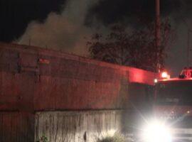 Πυρκαγιά ΤΩΡΑ σε αποθήκη εντός του Ο.Α.Σ.Α.στο Ρέντη Αττικής