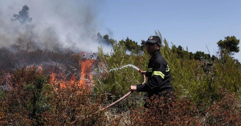 Πυρκαγιά σε οικοπεδικό χώρο στην Αχαρνές Αττικής