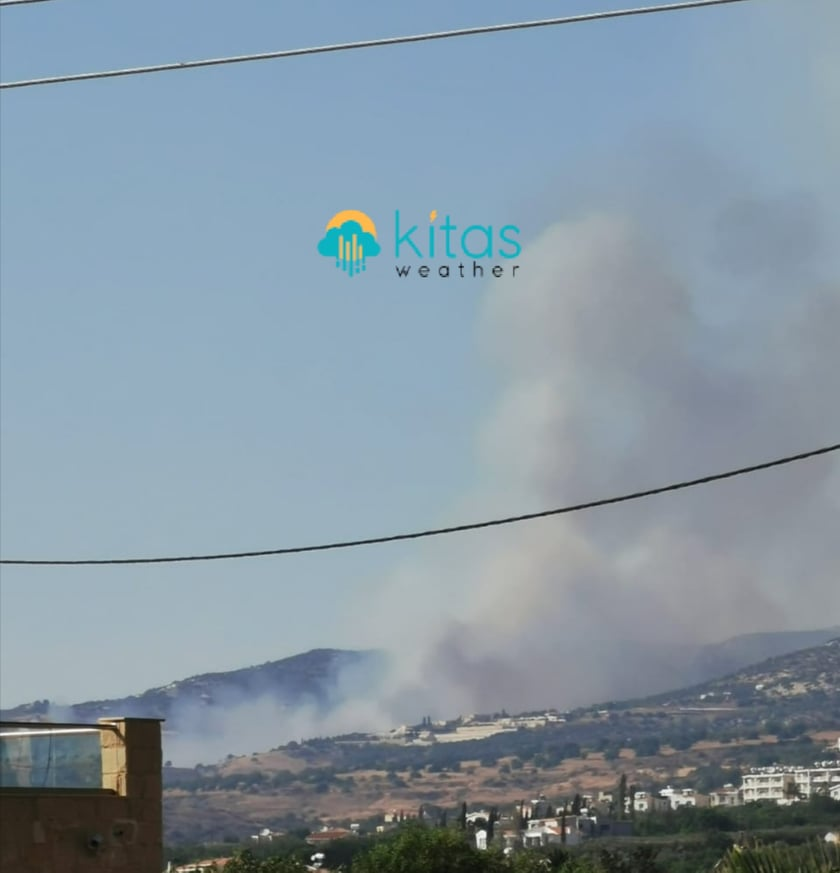 Μεγάλη πυρκαγιά στην Πάφο - Εκκενώνεται η Ακουρσός (Φώτο)