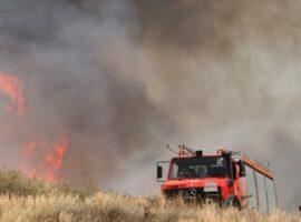 Πυρκαγιά σε εξέλιξη σε χορτολιβαδική έκταση στην Αχαία