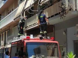 Αγρίνιο: Γυναίκα πυροσβέστης εντυπωσιάζει με την καταδρομική της σε μπαλκόνι!