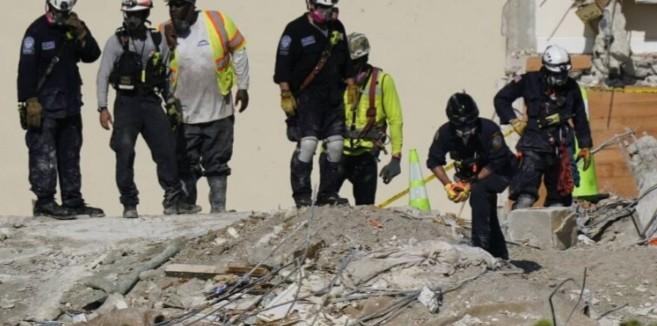 Σοκ: Πυροσβέστης βρήκε το πτώμα της κόρης του στα χαλάσματα