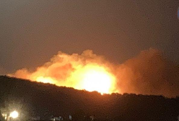 Πυρκαγιά σε δασική έκταση σε εξέλιξη στον Ασπρόπυργο Αττικής.