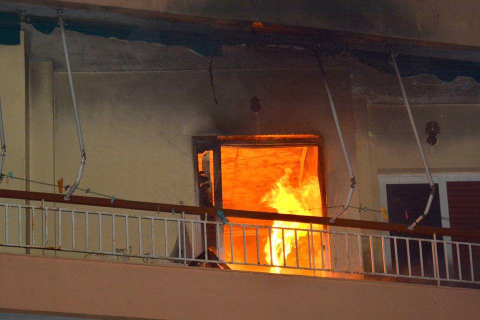 Πυρκαγιά ΤΩΡΑ σε διαμέρισμα στην Πεύκη Αττικής