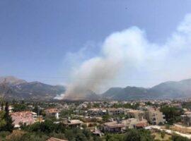 Ανεξέλεγκτη η πυρκαγιά στην Πάτρα – Καίγονται σπίτια και εκκενώθηκαν χωριά
