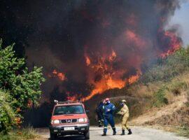 Πυρκαγιά στην Αχαϊα: Εκκενώνονται πάνω από δέκα χωριά