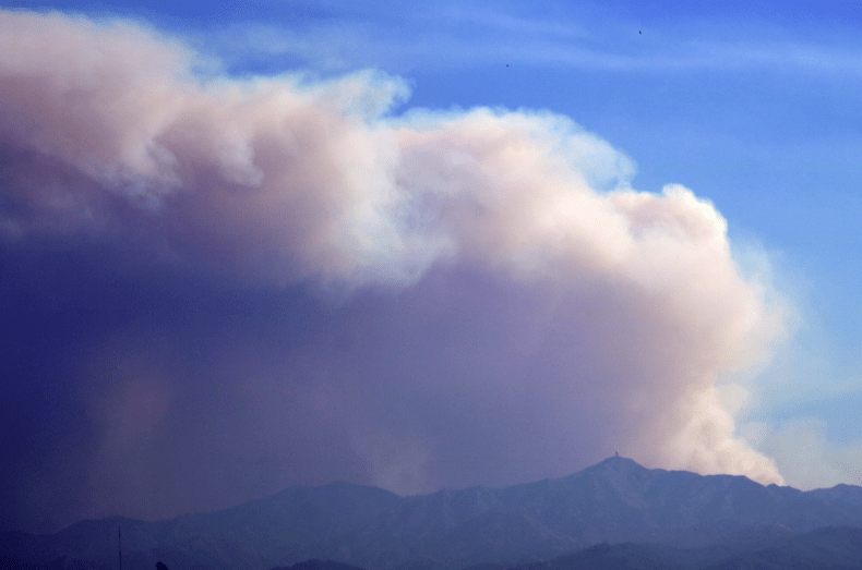 Μεγάλη πυρκαγιά στην Κύπρο: Καίγονται σπίτια, εκκενώνονται χωριά - Η Ελλάδα έστειλε δύο Canadair