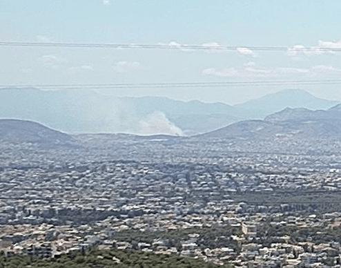 Πυρκαγιά σε χαμηλή βλάστηση στον Ασπρόπυργο (Φώτο)