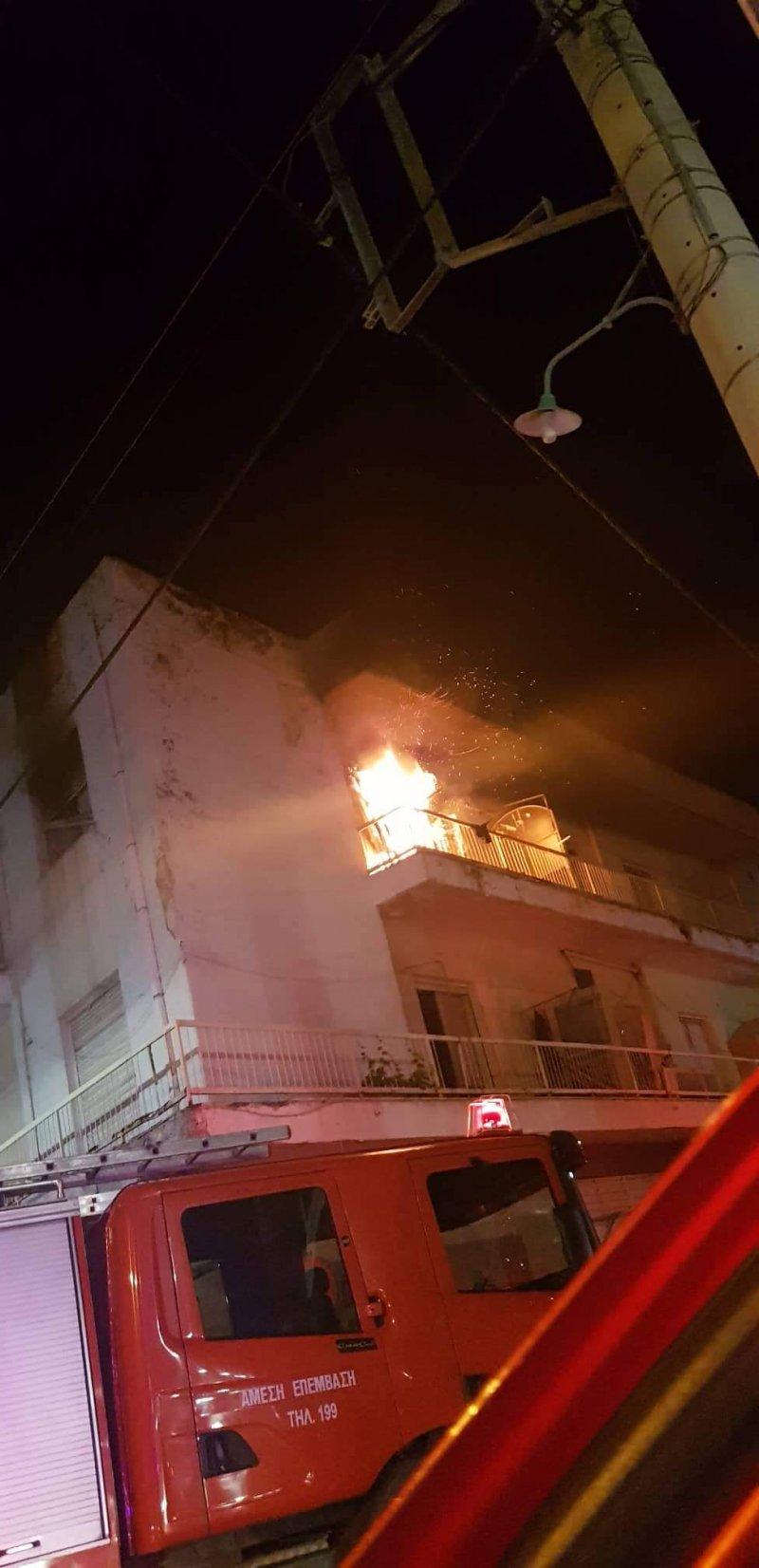 Πυρκαγιά σε πολυκατοικία χθες το βράδυ στη Νέα Αρτάκη Εύβοιας