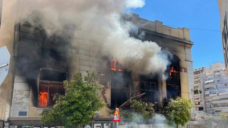 Πυρκαγιά σε εγκαταλελειμμένο κτήριο στην Αθήνα