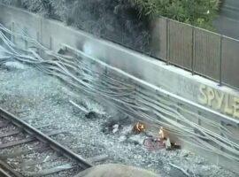 ΗΣΑΠ: Πυρκαγιά στις γραμμές μεταξύ Πειραιά και Φαλήρου