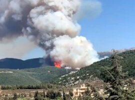 Καταστροφικές πυρκαγιές στον Λίβανο – Ένας πυροσβέστης νεκρός