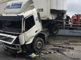 Τροχαίο ατύχημα με 2 νταλίκες στην εθνική οδό Αθηνών – Κορίνθου