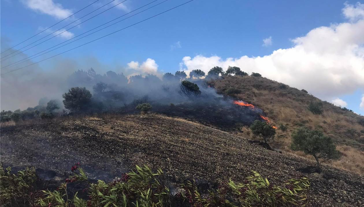 Πυρκαγιά σε γεωργική έκταση στην περιοχη Τεφέλι στην Κρήτη
