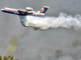 """Λαβώθηκε"""" το ρωσικό θηρίο Beriev – Έχασε τον κινητήρα του πάνω από τις φλόγες στην Εύβοια"""