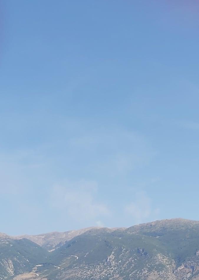 Μαίνεται η πυρκαγιά στο Ζαγορί Ιωαννίνων