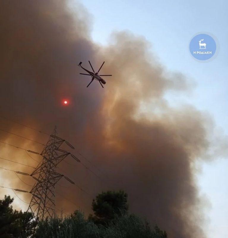 Πυρκαγιά στη Ρόδο: Μήνυμα 112 για εκκένωση στο χωριό Ψίνθος