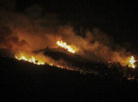 Πυρκαγιά στην Ηλεία – Στο ένα χιλιόμετρο από το Μουσείο η φωτιά