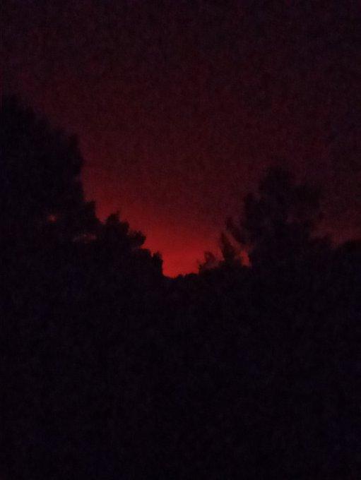 Πυρκαγιά στην Εύβοια: Εκτός ελέγχου η φωτιά - Καίγονται σπίτια