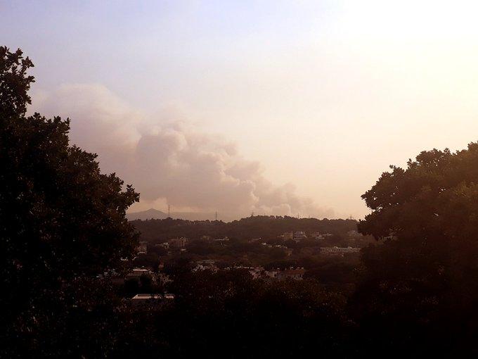 Πυρκαγιά στη Ρόδο: Εκκενώθηκαν οικισμοί και στρατόπεδο - Χωρίς ρεύμα το μισό νησί