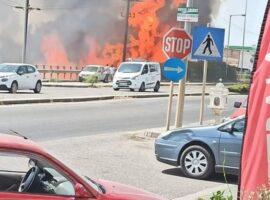 Πυρκαγιά κοντά σε κατοικημένη περιοχή στο Αγρίνιο (Φώτο)