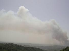 Ανεξέλεγκτη η πυρκαγιά στην Ηλεία – Κινδυνεύουν οικισμοί