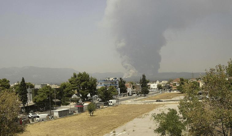 Πυρκαγιά στη Βαρυμπόμπη - Μεγαλη αναζωπύρωση της φωτιάς