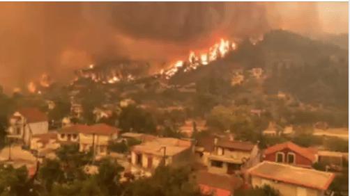 Πυρκαγιά στην Εύβοια: Οι φλόγες μπήκαν στις Γούβες και απειλούν το Πευκί