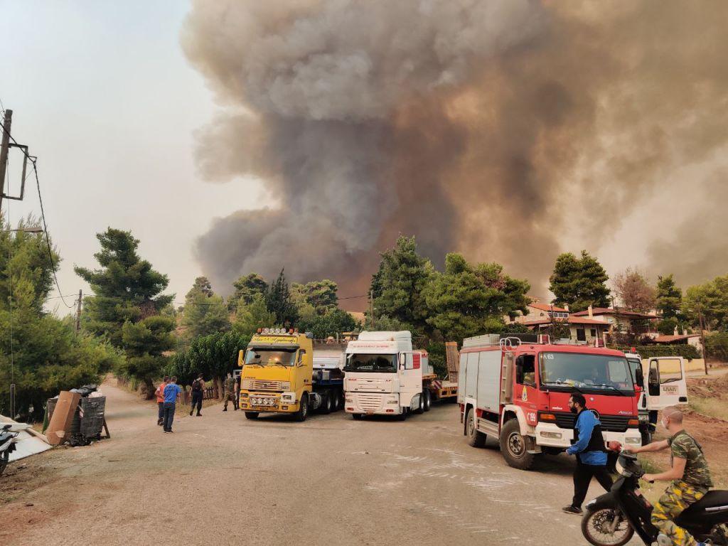 Πυρκαγιες στην Αττική: «Χάνεται» η μάχη για τον Άγιο Στέφανο – Καίγεται ο οικισμός Ποντίων