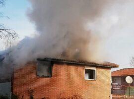 Πυρκαγιά σε κεραμοσκεπή μονοκατοικίας στην Λάρισα