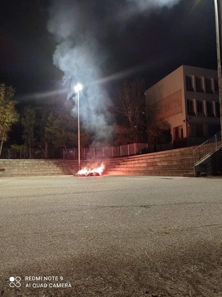 Πυρκαγιά στο προαύλιο του 4ου Δημοτικού σχολείου Χαϊδαρίου
