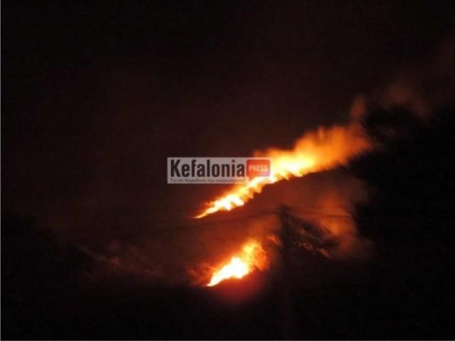 Πυρκαγιά στη θέση του ποντικιού τ' αυλάκι Αργοστολίου – Ληξουρίου (Βίντεο)