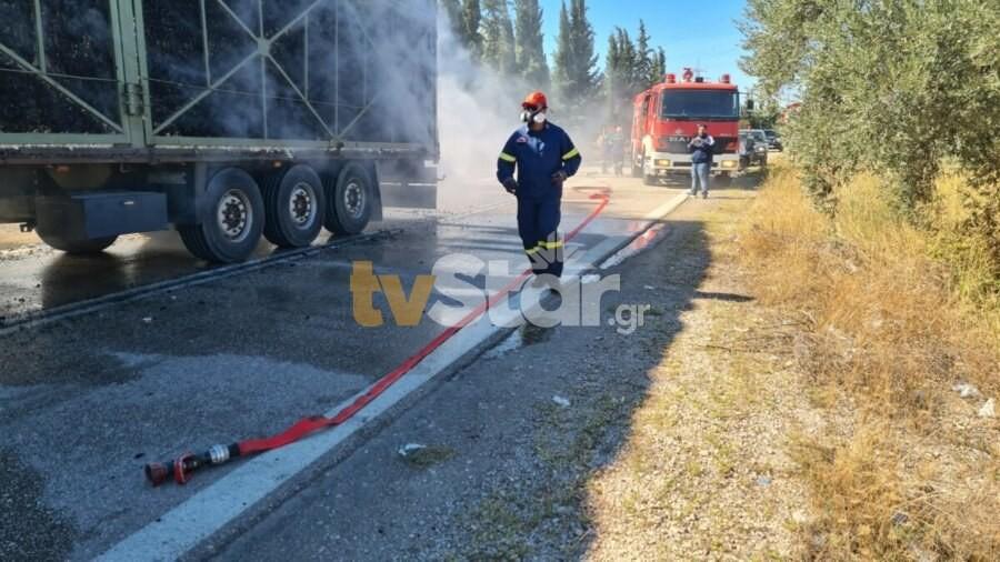 Πυρκαγιά σε φορτηγό με βαμβάκι στη Λαμία