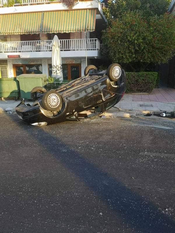 Τροχαίο ατύχημα στην Βάρκιζα (Φωτο)