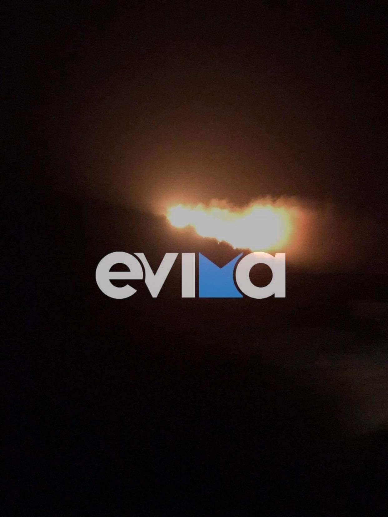 Πυρκαγιά ΤΩΡΑ σε δασική έκταση κοντά στην Κάρυστο (Φωτο)