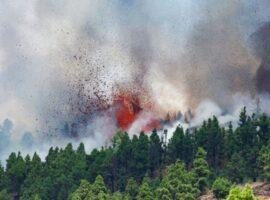 Ισπανία: Έκρηξη ηφαιστείου στο Λα Πάλμα – 22.000 σεισμοί, το έδαφος υψώθηκε 10 εκατ.