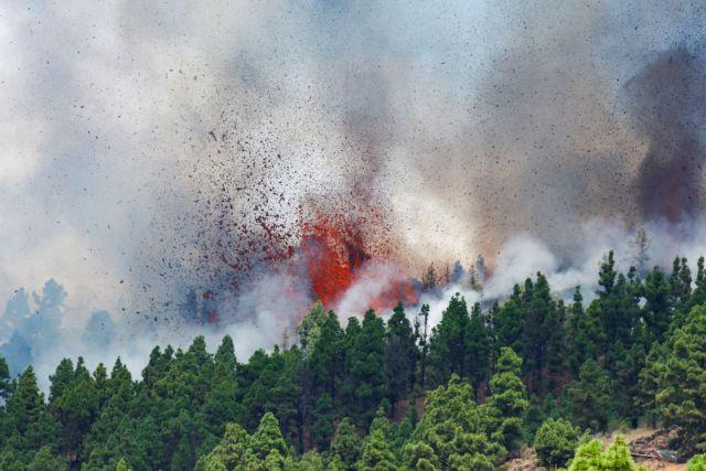 Ισπανία: Έκρηξη ηφαιστείου στο Λα Πάλμα - 22.000 σεισμοί, το έδαφος υψώθηκε 10 εκατ.