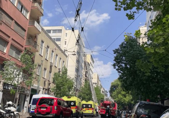 Μεγάλη πυρκαγιά σε κτίριο στο κέντρο της Αθήνας