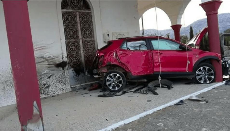 Τροχαίο στην Κρήτη: I.X έπεσε με σφοδρότητα στους εξωτερικούς τοίχους της εκκλησίας