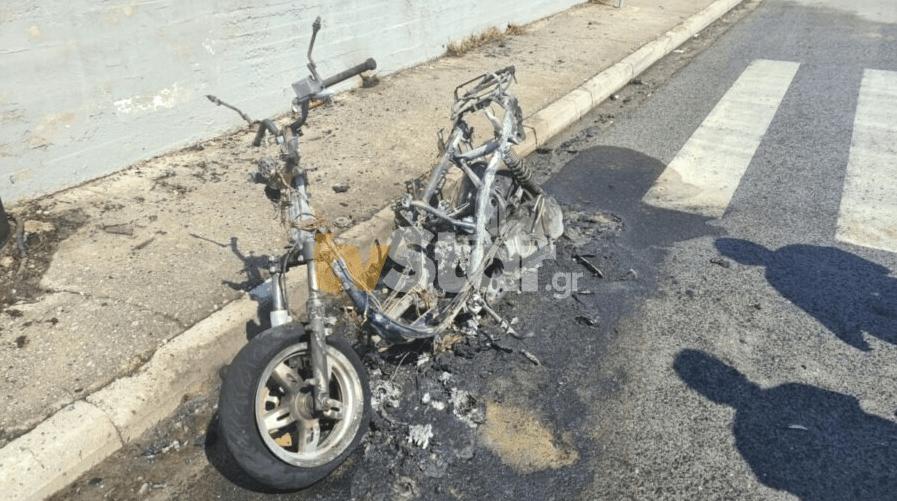 Πυρκαγιά εν κινήσει σε μηχανάκι στη Λαμία
