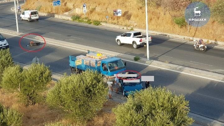 Τροχαίο στη Ρόδο - Oδηγός μοτοσικλέτας κατέληξε στην οροφή αυτοκινήτου μετά από σύγκρουση