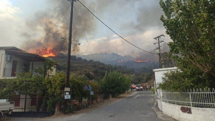 Μαίνεται η πυρκαγιά στη Μάνη - Δεν απειλούνται κατοικίες