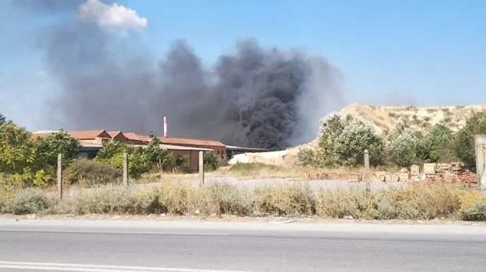 Πυρκαγιά σε αύλειο χώρο επιχείρησης στον Ασπρόπυργο Αττικής