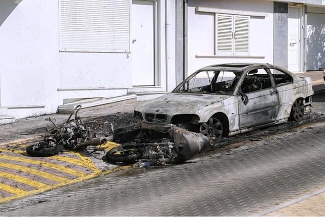 Ηλιούπολη: Πυρπόλησαν το αυτοκίνητο του αστυνομικού που εξέδιδε τη 19χρονη