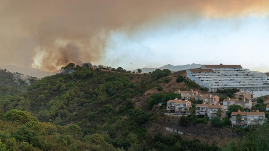 Πυρκαγιά στην Ισπανία: 1 πυροσβέστης νεκρός - 1000 εκτοπισμένοι