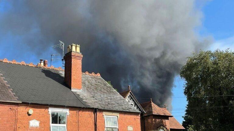 Βρετανία: Εκρήξεις και μεγάλη πυρκαγιά σε βιομηχανία στο Κίντερμινστερ
