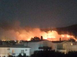 Πυρκαγιά στη Νέα Μάκρη: Κάηκαν σπίτια καλύτερη εικόνα της πυρκαγιάς