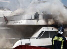 Πυρκαγιά σε τρία σκάφη στις Σπέτσες