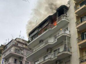 Πυρκαγιά σε διαμέρισμα στα Γιάννενα.Απεκλωβίστηκαν 8 άτομο